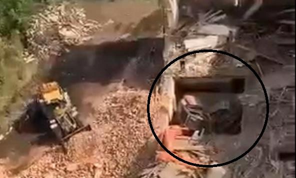 Экскаватор в центре Иванова провалился под землю